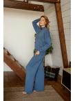 Вязанный костюм: свитер и брюки в синем цвете
