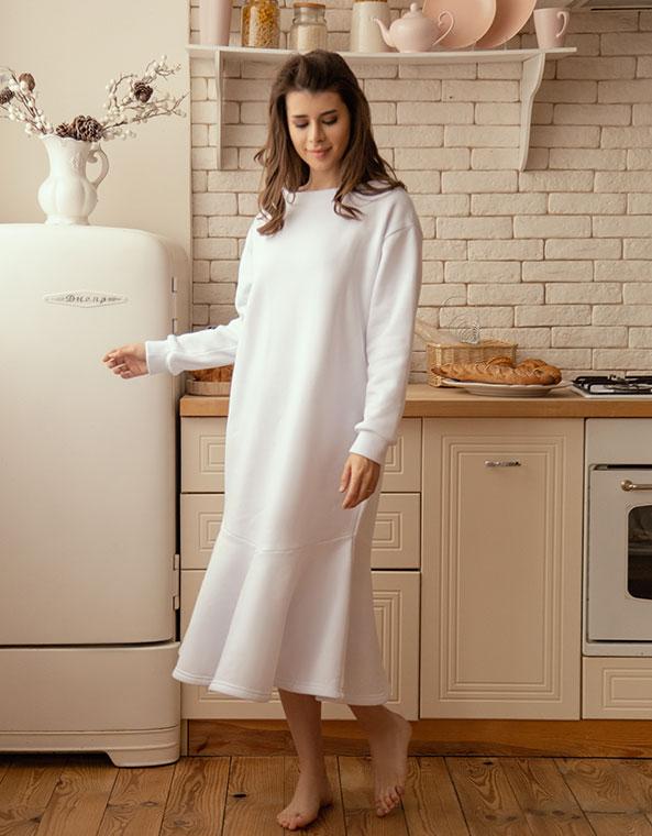 Платье с воланом по низу белый футер