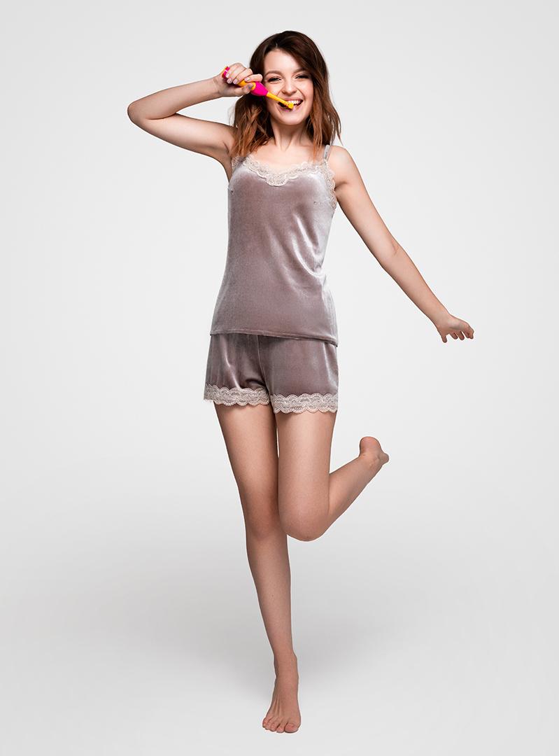 Пижама из бархата бежевая