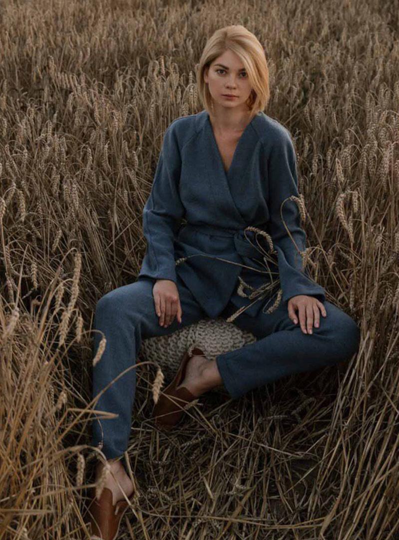 Трикотажные брюки зауженные с карманами голубой