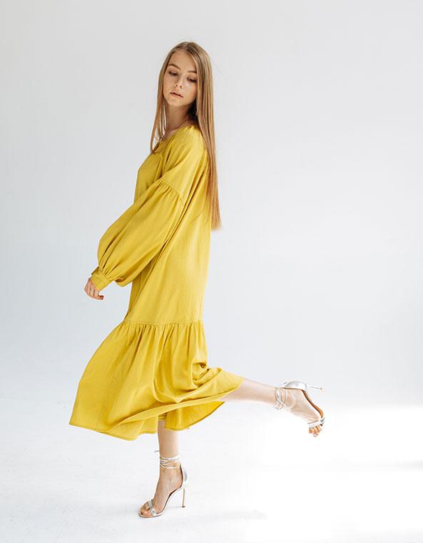Платье c рукавом реглан и оборкой по низу Жёлтое