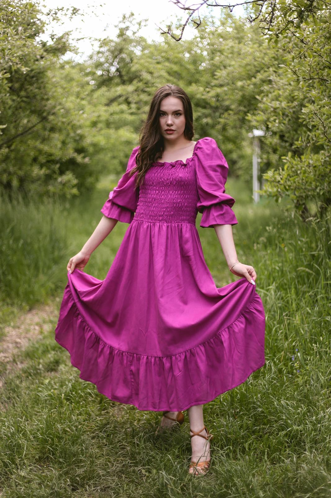 Платье с лифом на резинке в фуксия цвете